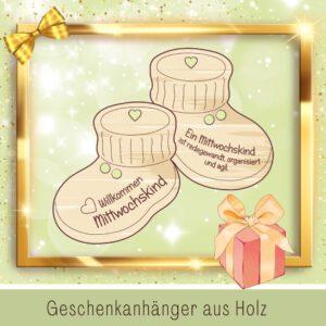 Glückwunschkarte Geburt - Geschenkanhänger Babyschuhe Mittwochskind